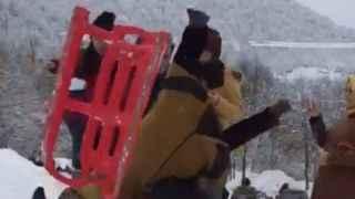 Karda komik kaza! Kahkahalara boğuldular...