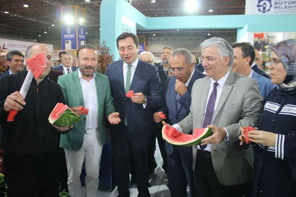 Büyükşehir Belediyesi öncülüğünde yapılan Doğu Marmara Tarım Fuarı ile ilgili görsel sonucu