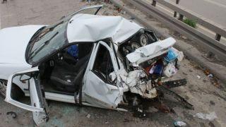 Konteyner yüklü TIR, otomobile çarptı: 2'si çocuk 5 yaralı!